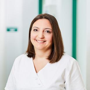 Dr. Aynur Peresics