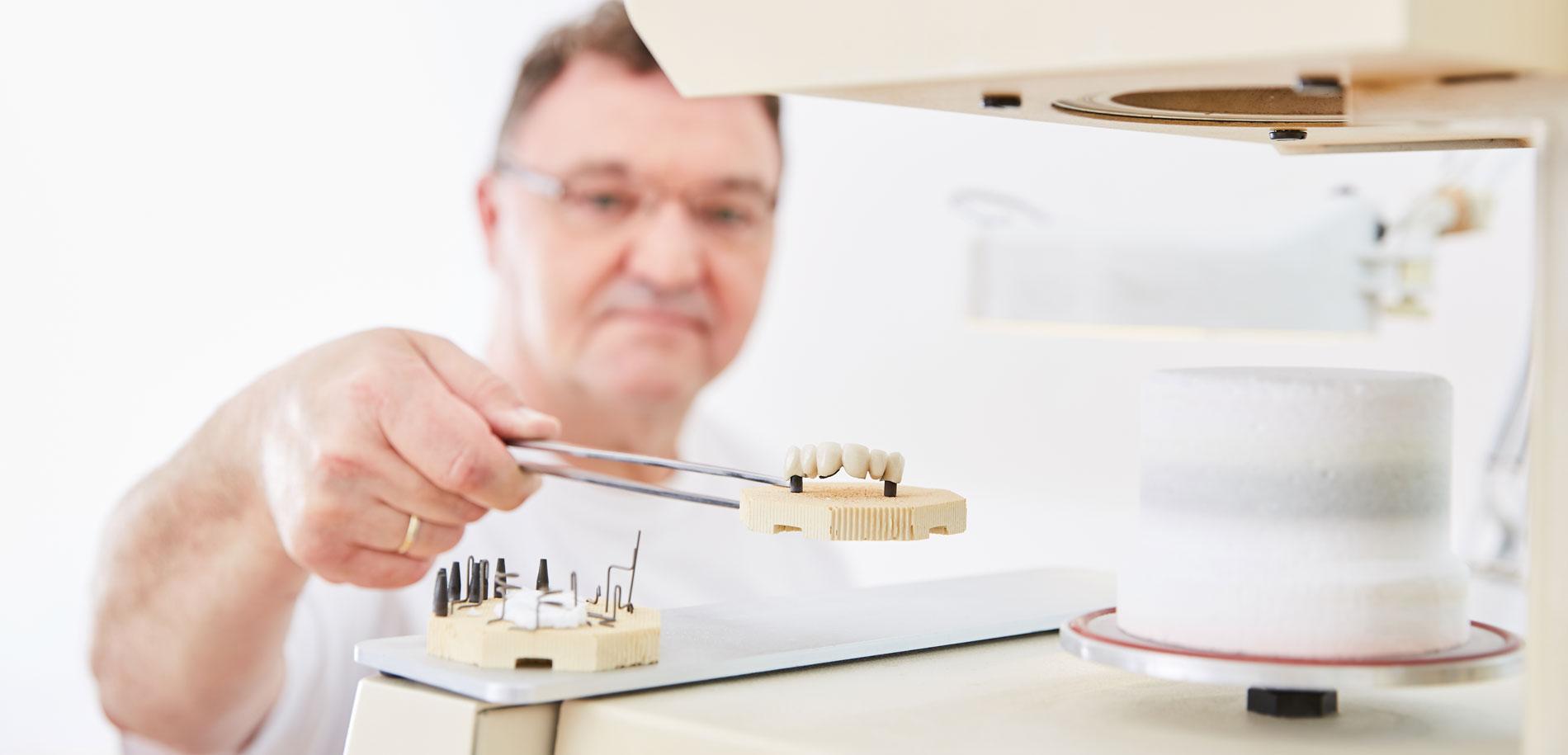 Zahnarztpraxis  Zahnrhein in Walluf - Zahnersatz 1